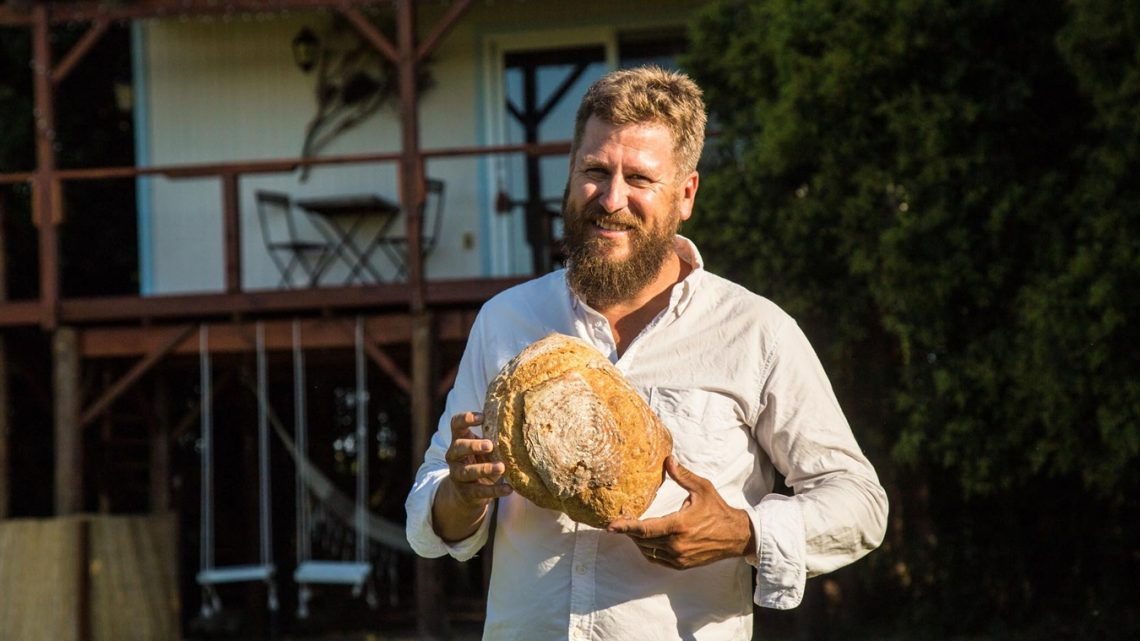 Martín Rosberg, el porteño que gerencia dos casas del árbol en Colonia del Sacramento