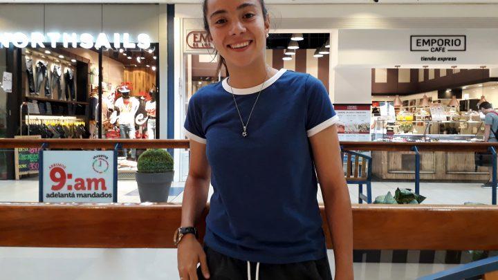 Esperanza Pizarro, jugadora de la selección de fútbol femenino: «La profesionalización es un cambio que no se podrá evitar»
