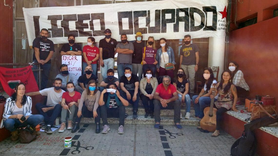 Docentes ocupan liceos de Colonia y Rosario